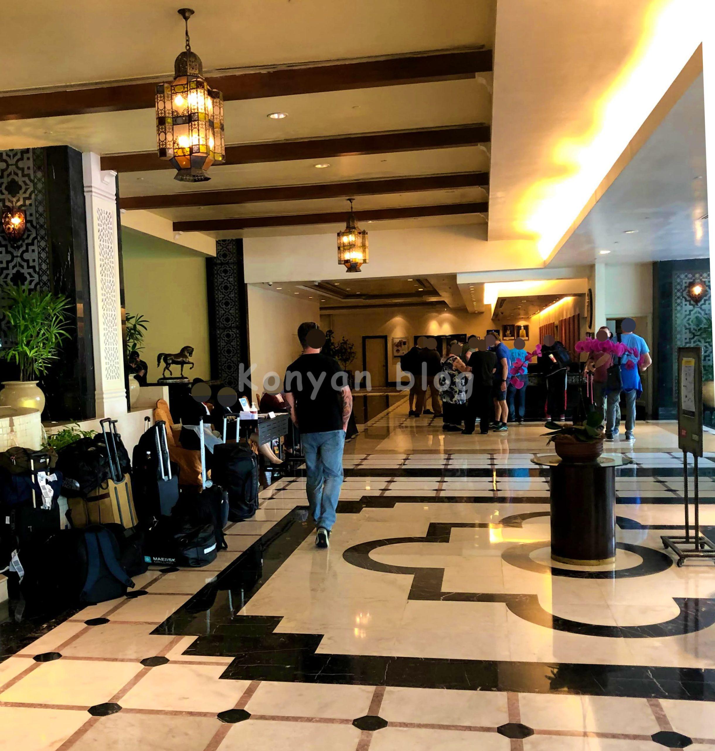 Hotel Istana lobby 隔離